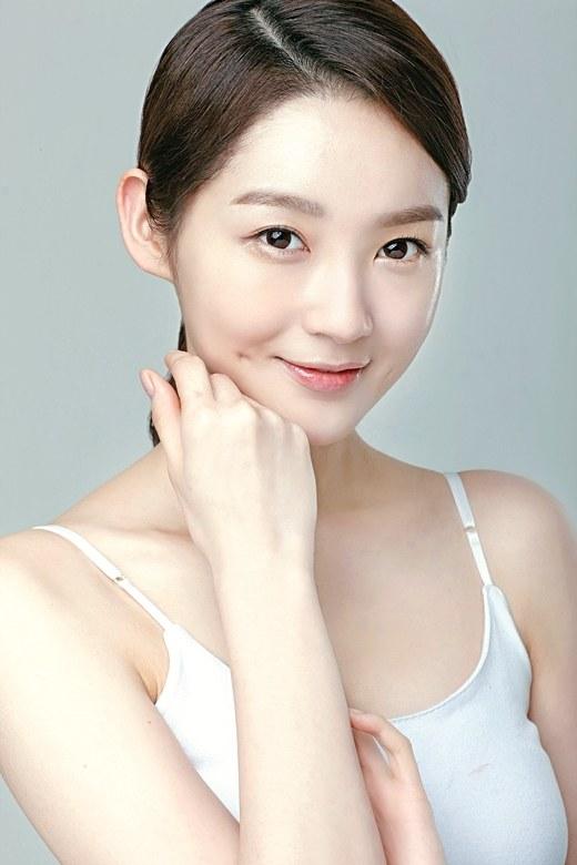 Tạo khuôn mặt trái xoan với độn cằm Hàn Quốc